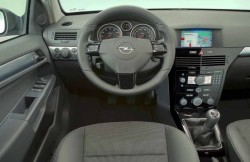 Opel Astra sedan, передняя панель, авто, фото, Европа, руль