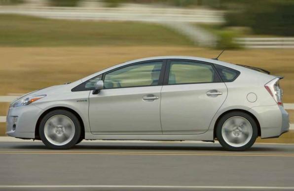 Гибрид Toyota Prius — «идущая вперед»